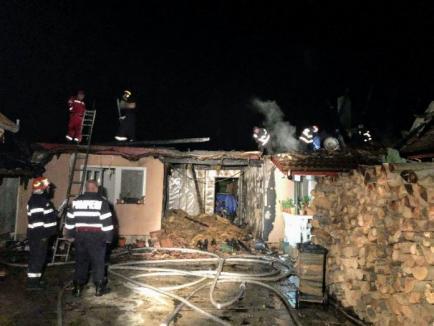 Incendiu uriaş la o casă din Peştiş, provocat de un bec suprasolicitat
