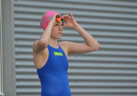 Huszár Ingrid şi-a adjudecat 12 medalii, dintre care 8 de aur, la Naţionalele de înot de la Bacău!