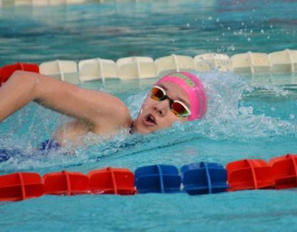 Înotătoarea Huszár Ingrid a adus pentru CS Crişul primele medalii de după 1989 la o competiţie oficială LEN