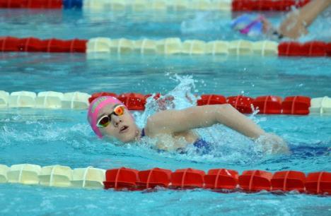 Huszár Ingrid şi-a adjudecat şase medalii, dintre care cinci de aur, la concursul de înot din Győngyős