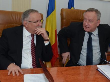 """Ioan Mang descoperă în Cornel Popa """"un grof care împarte banii cum vrea"""" şi îi pune pe primarii PSD să-i facă plângeri penale"""
