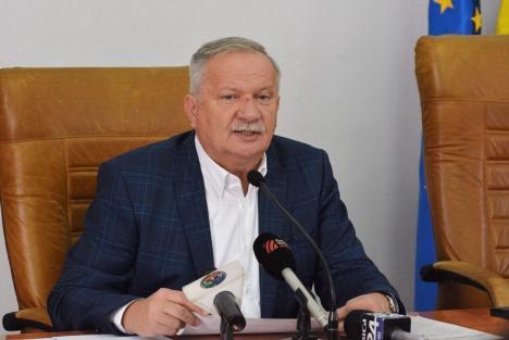 Război în declaraţii pe tema zborurilor de la Oradea: Ioan Mang susţine că Ilie Bolojan e 'politruc'