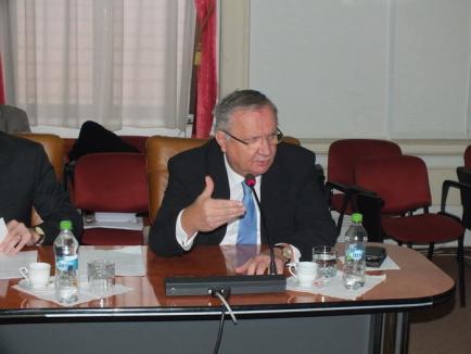 Popa îi cere lui Mang să nu-l mai dezinformeze pe 'bietul prefect', Consiliul Judeţean menţine repartizarea banilor către primării