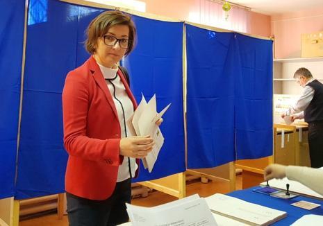 Primul politician din Bihor care a votat duminică este reprezentanta PLUS, dr. Ioana Mihăilă