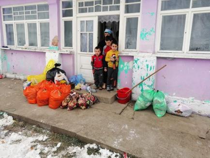 Daruri pentru 100 de copii, din partea pompierilor bihoreni (FOTO)