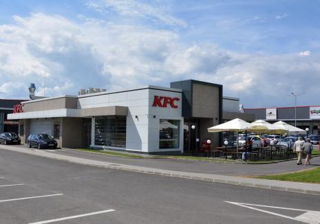 Protecţia Consumatorilor, despre carnea cu viermi găsită la un KFC din Oradea: Nu s-au găsit nereguli, urmează controale la toate localurile KFC din Bihor