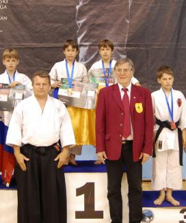 Orădenii s-au întors cu 12 medalii de la întrecerile internaţionale de karate de la Belgrad