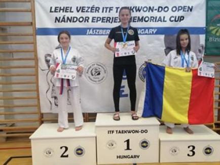 Orădeanca Karina Mihuţa, dublă medaliată la Cupa Internaţională 'Lehel Vezer ' la Taekwon-do ITF din Ungaria