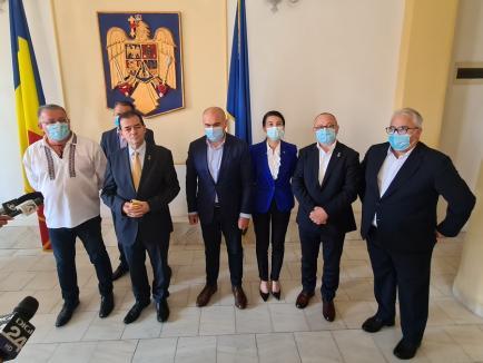 """Liberalii din Bihor au aprobat candidatura lui Ludovic Orban. Preşedintele PNL, la Oradea: """"Florin Cîţu mă critică şi mă atacă pe nedrept"""" (FOTO / VIDEO)"""
