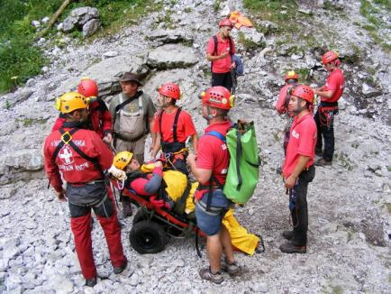 Tineri din toată ţara învaţă să salveze în condiţii extreme la MASH