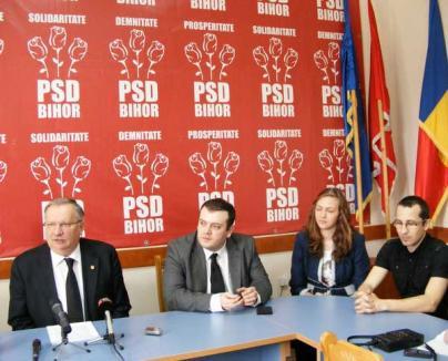 """Senatorul Ioan Mang şi-a prezentat """"ucenicii"""" de la cabinetul parlamentar"""