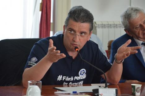 Ioan Mang şi consilierii PSD au părăsit sala când li s-a propus să semneze pentru campania 'Fără penali în funcţii publice!' (FOTO/VIDEO)