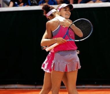 Roland Garros: Bihoreanca Irina Bara și partenera sa, Mihaela Buzărnescu, eliminate în sferturi