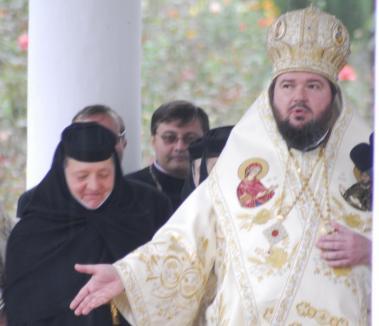 (Lu)Mina vine de la Cluj: Din cauza lui Sofronie, Maica Mina le-a dat preoţilor pe ascuns lumină de la Sfântul Mormânt