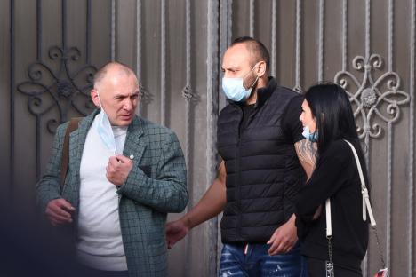 Romi Neguş, la ieşirea din sediul Poliţiei Bihor: 'Nu aveţi ce face, iar mă pozaţi?' (FOTO / VIDEO)