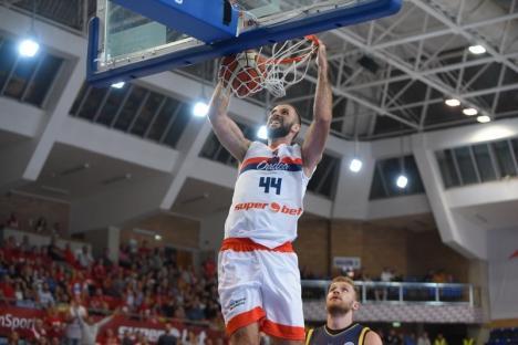 Jucătorul CSM-ului, Nikola Markovic, se antrenează acasă, în Serbia, cu antrenorii secunzi ai clubului orădean (VIDEO)