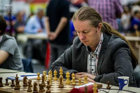 Cel mai mare șahist român, Dieter Nisipeanu, vine în Bihor, pentru un simultan. Oricine se poate înscrie