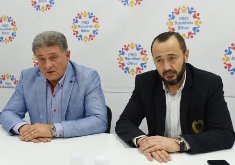 """Pro România îşi îndeamnă alegătorii din Bihor să voteze şi în turul doi, chiar dacă au rămas un preşedinte absent şi """"una care cântă şi varsă lacrimi"""""""
