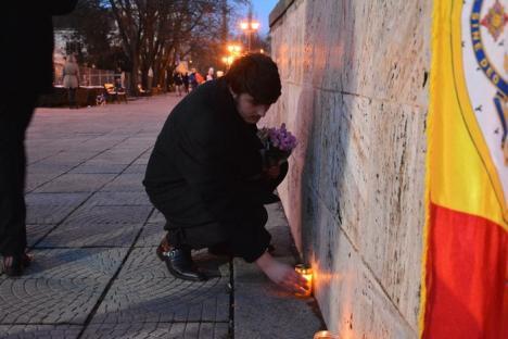 Omagiu şi miting: Protestatarii orădeni l-au comemorat pe Regele Mihai, iar apoi au manifestat împotriva Guvernului PSD-ALDE (FOTO / VIDEO)