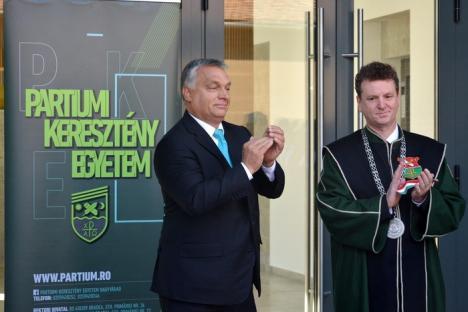 """Premierul Ungariei, Viktor Orbán, la deschiderea noului an universitar, în Oradea: """"Doar prin tineri, Ungaria va fi, din nou, mare"""" (FOTO)"""