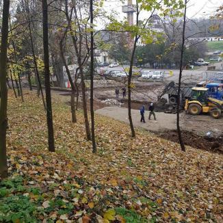 Pregătiri în pandemie: Spitalul Municipal din Oradea montează rezervoare uriaşe de oxigen în trei secţii exterioare (FOTO)