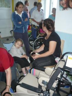 Donaţie importantă pentru bolnavii cu deficite locomotorii din Bihor (FOTO)