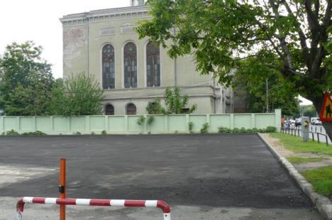 Parcarea din strada Independenţei a fost extinsă