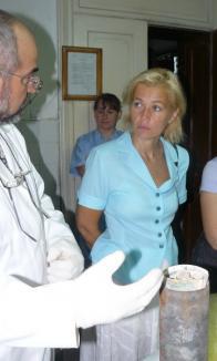 Cutia găsită la temelia Teatrului va fi trimisă la Alba-Iulia pentru restaurare (FOTO)