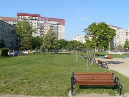 Municipalitatea a curăţat intrările în Oradea şi a amenajat alte patru spaţii de joacă pentru copii (FOTO)