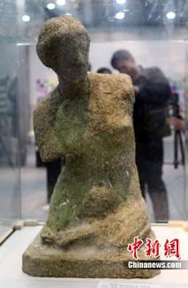 A dat 34.000 de euro pentru o statuie de rahat. La propriu!