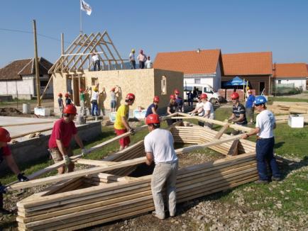 Alţi nevoiaşi vor avea o casă de locuit, datorită voluntarilor olandezi şi Habitat pentru Umanitate