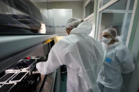 Veste bună: Oradea are propriul aparat pentru testarea anti-coronavirus, care a şi început să lucreze (FOTO)