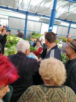 Ministrul Agriculturii, Petre Daea, vizită electorală în Oradea: S-a plimbat prin pieţe şi i-a linguşit pe fermieri (FOTO/VIDEO)
