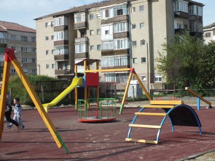 Parcuri din gunoaie: Din profitul făcut cu gunoaiele aduse de la Cluj, Eco Bihor face investiţii de 100.000 euro în parcurile din Oradea (FOTO)