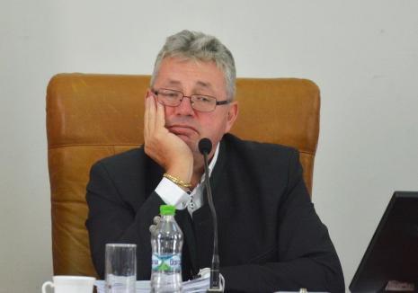 'Comunicat' agresiv al CJ Bihor: În loc să răspundă la suspiciunile de fraudă, Pásztor îi face 'acoperiţi' pe ziariştii de la BIHOREANUL
