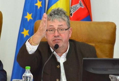 Delegarea delegării: De ce poate plăti Pásztor din buzunar daunele actorilor trimiși în șomaj