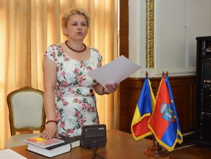 Fata mamii... UDMR-ista Petö Dalma Csilla a depus jurământul de consilier local