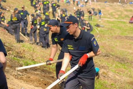 Unul din 1.000: Cine este tânărul care a mobilizat o mie de bihoreni la cea mai mare acţiune voluntară de plantări din Bihor (FOTO)