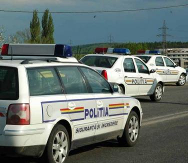 Un interlop urmărit prin oraş de poliţişti s-a baricadat în maşină. L-au scos mascaţii!