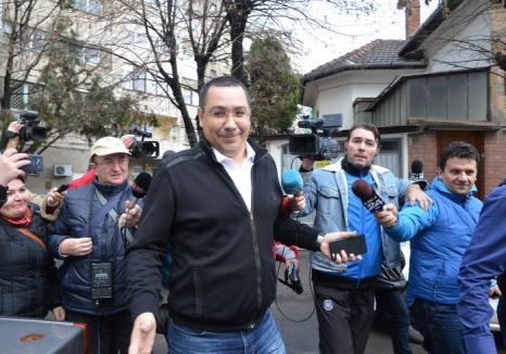 Victor Ponta, audiat la DNA Oradea! (FOTO)