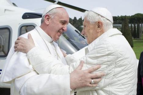 Prânz istoric: Papa Francisc I şi Papa Benedict al XVI-lea, la aceeaşi masă