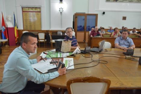Lecţia de ecologie: Preşedinţii de asociaţii au fost informaţi despre programul pilot de colectare a deşeurilor în trei fracţii (FOTO)