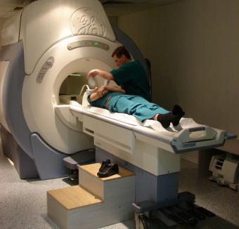 Un nou centru de imagistică, la Spitalul Municipal: orădenii vor putea beneficia gratuit de RMN şi CT