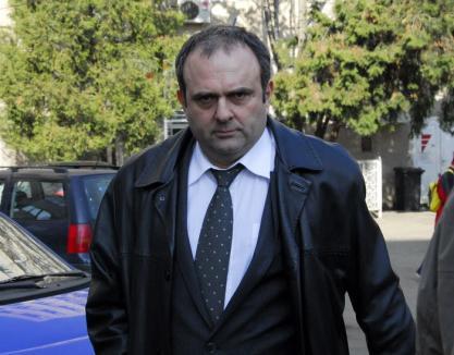"""Fostul şef al Vămilor, """"curăţat"""" la buzunar: Instanţa îi confiscă lui Radu Mărginean 52.500 euro, pe care nu-i poate justifica"""