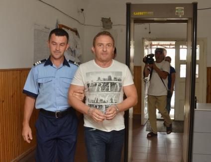 Directorul de la Şaguna a recunoscut şpăgile şi a fost arestat. IŞJ l-a schimbat din funcţie