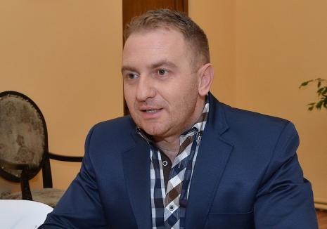 Curtea de Apel Oradea a decis: Iniţial încarcerat pentru corupţie, fostul director al Colegiului Şaguna, Răzvan Vonea, a scăpat de puşcărie