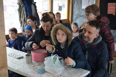 Actorul Richard Balint le-a spus poveşti copiilor la Târgul de Paşti (FOTO)