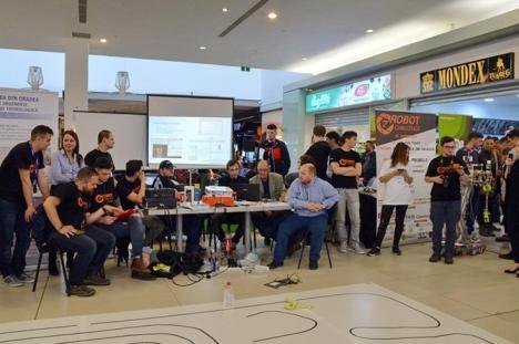 Robot Challenge: Studenţi din toată ţara se laudă la Oradea cu roboţii făcuţi de ei (FOTO/VIDEO)