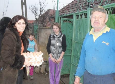 Copiii orfani din Bălaia, ajutaţi cu alimente şi dulciuri de PDL (FOTO)