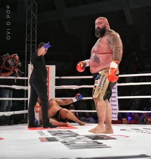 """Gala Colosseum de la Oradea: Sandu Lungu l-a culcat de mai multe ori la podea pe """"Indianul nebun"""" (FOTO / VIDEO)"""